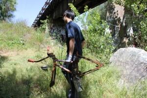 volunteer-cleans-up-creek