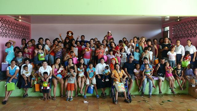 Hogar-Cristiano-orphanage-group-photo
