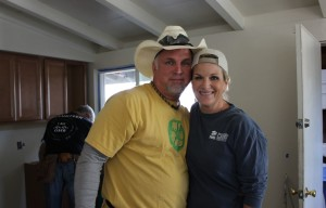 garth-brooks-tricia-yearwood-volunteering-habitat-for-humanity-carter-work-project-san-jose-by-pam-marino-good-neighbor-stories